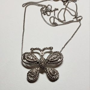 Jewelry - Pretty butterfly pendant and chain